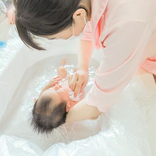 新生儿洗澡
